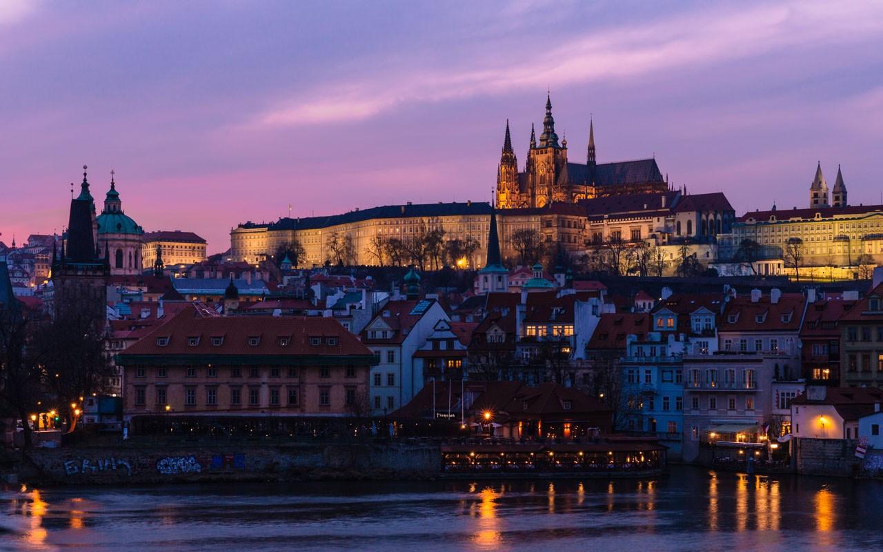 Kurztrip nach Prag - Prager Burg bei Nacht